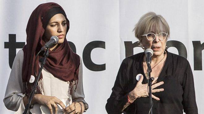 Emotiu manifest de Rosa Maria Sardà i Míriam Hatibi a la plaça Catalunya