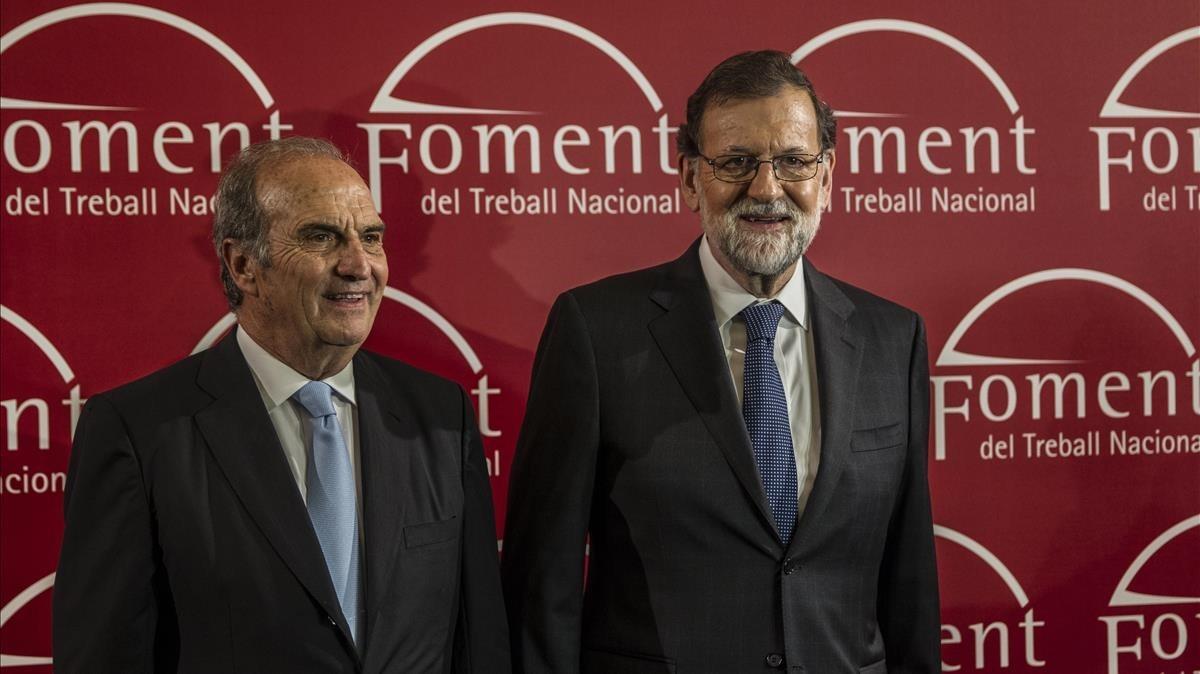 Mariano Rajoy, junto con el presidente de Foment del Treball, Joaquim Gay de Montellá, en Barcelona.