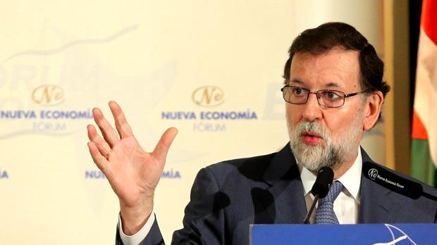 El president del Govern, Mariano Rajoy, considera que és absurd que Carles Puigdemont proposi un referèndum a Catalunya per sortir de la Unió Europea.