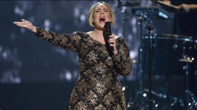 Adele interromp el concert a Londres per una proposta de matrimoni