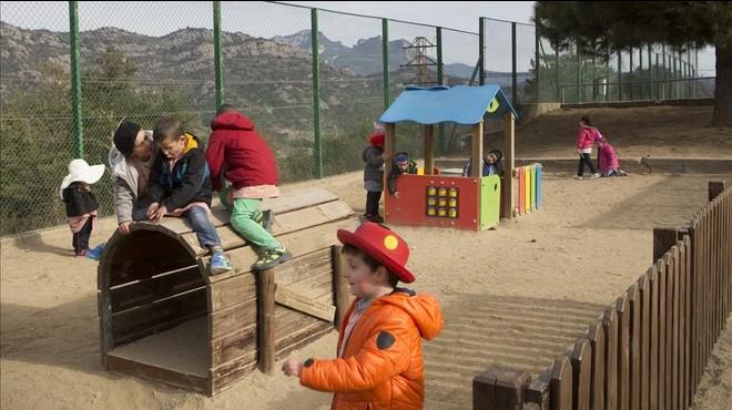 Hora del patio en la escuela p�blica Santa Eul�lia de Berga.