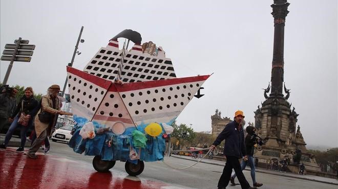 Manifestació a Barcelona en contra del turisme de creuers