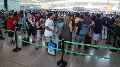 ¿Qué puede hacer si perdió un avión por la huelga de El Prat?