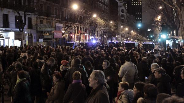 Concentraci�n de protesta ante la sede del PP en la calle G�nova de Madrid.