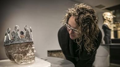 'Corona de plomo', pieza de vidrio y plomo de Quim Falcó y Txell Tembleque, en la exposición de artesanía 'Relarts'.