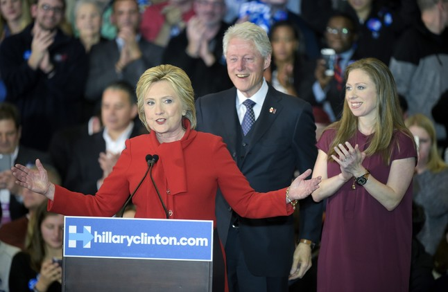 Hillary Clinton y Ted Cruz ganan en Iowa
