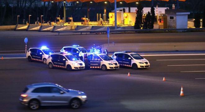 La Polic�a Nacional�intercepta un veh�culo cargado de armas en el peaje de La Jonquera, en Girona.�