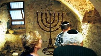 Condenado el autor de pintadas antisemitas a visitar una sinagoga