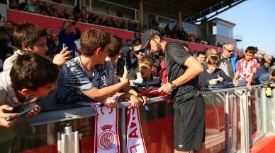 Unos 2.000 aficionados siguen el entrenamiento del Girona