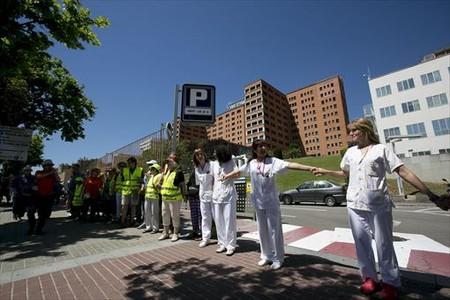 Protesta contra los recortes ante el hospital Vall d'Hebron.