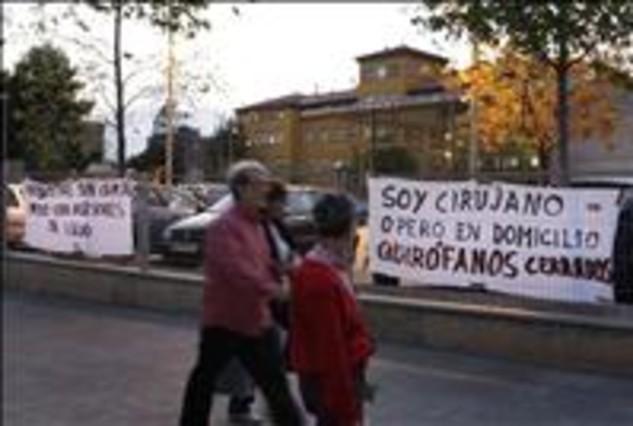 El alcalde de Gav� exige la continuidad del Hospital de Viladecans