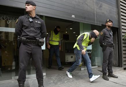 Detenido el tesorero de CDC y registrada la sede del partido