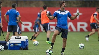 Un Espanyol sota pressió se la juga davant el Celta