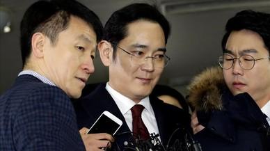 La Fiscalia de Corea del Sud estudia si deté l'hereu de Samsung