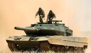 Carro de combate Leopard 2 E del Ejército español durante una demostración.