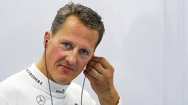 Michael Schumacher, antes de una sesión de entrenamiento en el circuito urbano de Marina Bay en Singapur, en el 2012