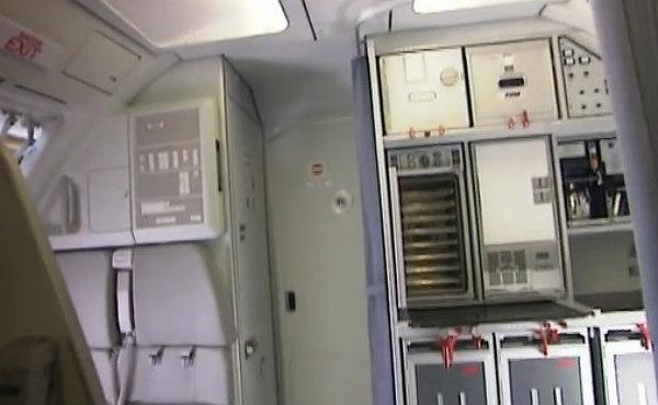 V�deo explicativo del sistema de apertura de la puerta blindada de un Airbus a trav�s de un c�digo PIN.