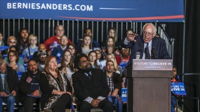 El demócrata Bernie Sanders, en acto de campaña en Dubuque (Iowa), el 29 de enero.