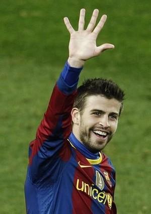 Piqué celebra con la manita los cinco goles que el Barça marcó al Real Madrid en el Camp Nou, el 29 de noviembre del 2010.
