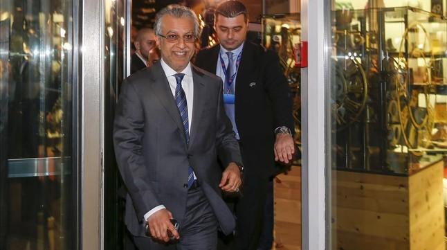 El jeque de Bahréin Salman bin Ibrahim al-Khalifa, tras intervenir esta mañana en el congreso extraordinario de la UEFA