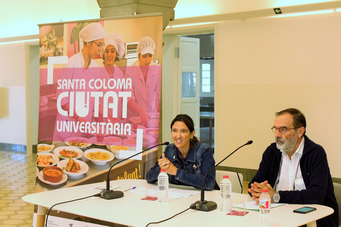 La alcaldesa de Santa Coloma, Núria Parlon, y el director del Campus de la Alimentación de Torribera, Josep Boatella, este martes presentando el acuerdo de ampliación de las instalaciones.