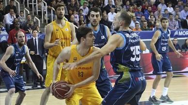 El alero del Morabanc Andorra, Luka Bogdanovic, durante el partido contra el Barcelona de la pasada temporada.