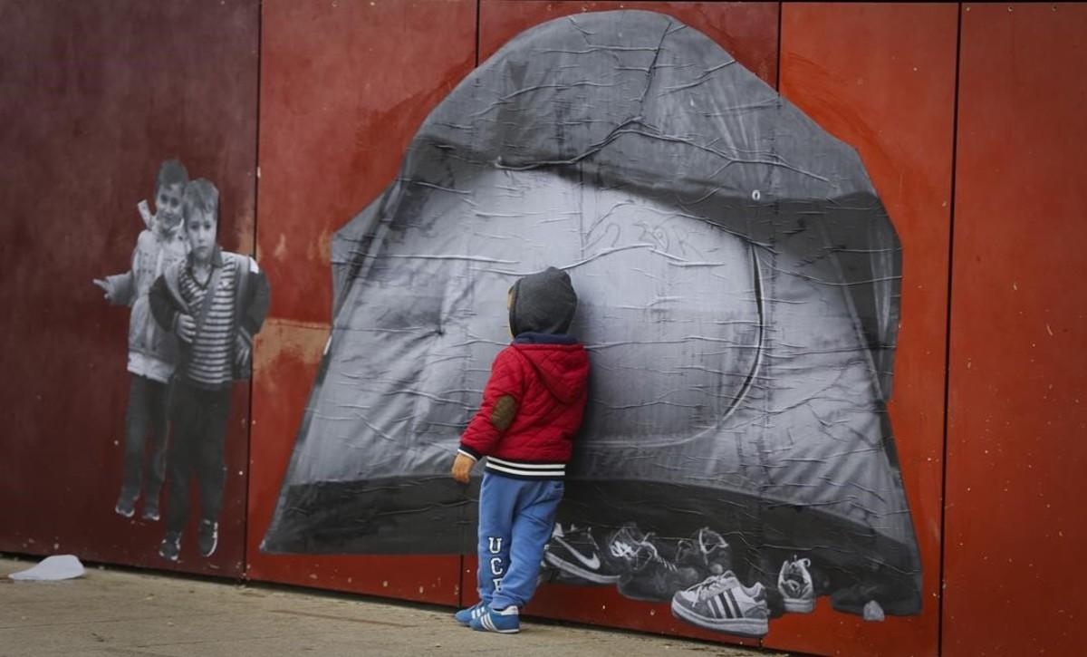 Buscant refugi, projecte de Samuel Aranda i Maria Jou Sol sobre la crisi de refugiats, amb imatges ubicades en diferents racons de Santa Coloma de Gramenet.