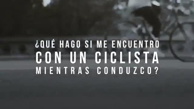 ¿Com s'ha d'avançar un ciclista a la carretera? ¿Per quina zona de la calçada han de circular les bicicletes?