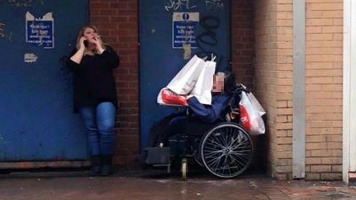 La cuidadora de un anciano, despedida tras ser denunciada con una foto en Facebook