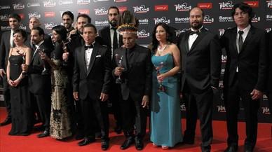 El equipo de la pel�cula ganadora en los premios Platino, 'El abrazo de la serpiente', posa para la prensa, el domingo en Punta del Este (Uruguay).