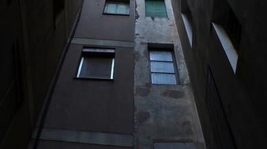 Mor un home al caure des d'un cinquè pis al carrer Portal Nou
