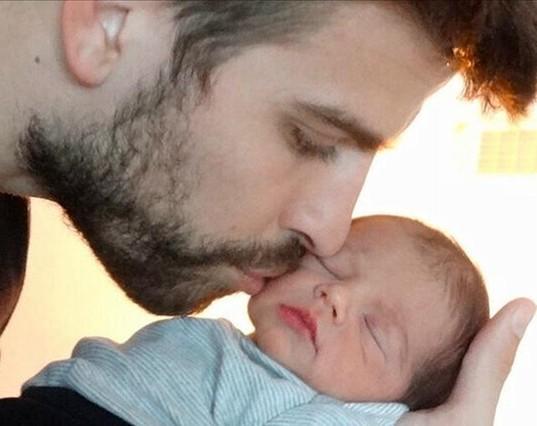 Shakira regala la primera imagen en la que se ve la carita de su hijo Milan