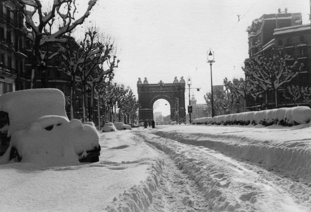 Una imagen del paseo de Sant Joan, con el Arc de Triomf al fondo. Se calcula que cayeron 25 millones de metros cúbicos de nieve.