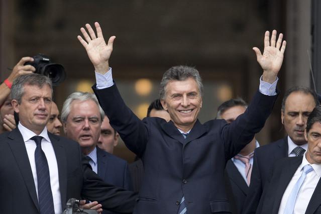 Macri dice haber heredado de Kirchner despilfarro y corrupción
