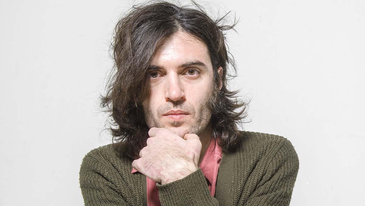 Xarim Aresté interpreta en acústico la canción 'La flor'.