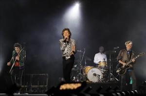 Los Rolling Stones, actuando en Hamburgo, en plena gira de 'No filter'.