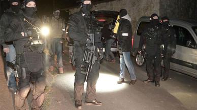 Cinc detinguts en una operació de la Guàrdia Civil contra arsenals d'ETA a França