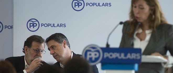 Rajoy habla con Garcia Albiol, durante la intervenci�n de S�nchez-Camacho.