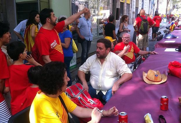 El líder de ERC, Oriol Junqueras, en la calle Bruc con Trafalgar, este jueves.