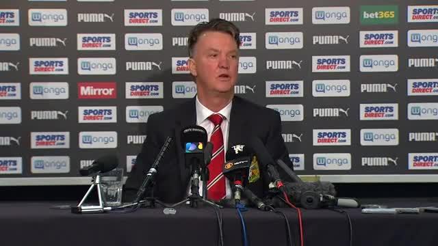 Van Gaal, durante la rueda de prensa en que insulta a un periodista.