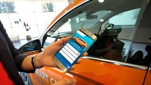 Leyre Olavarria, responsable de coche conectado de Seat, explica el sistema piloto de carsharing y la conectividad de sus vehículos