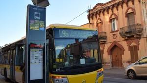 Los nuevos paneles informativos del autobús en Viladecans funcionan con energía solar