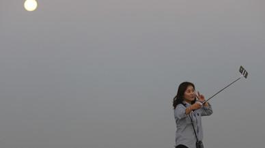 #Supermoonfail: les pitjors fotos d'internet de la lluna plena
