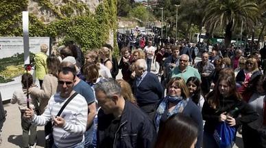Afluencia masiva de turistas en los alrededores del parque Güell.