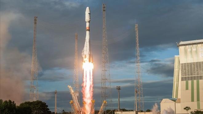 Despegue del cohete Soyuz con el Sentinel-1Ba bordo, desde el puerto espacial europeo de Kur�, en la Guayana francesa.