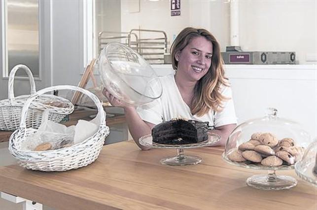 Montserrat Boza, pastelera: «En La Sagrera hay cultura gastronómica»