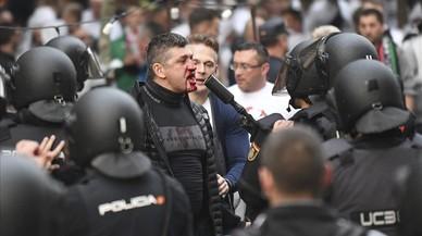 Batalla entre la policia i 'hooligans' del Legia a prop del Bernabéu