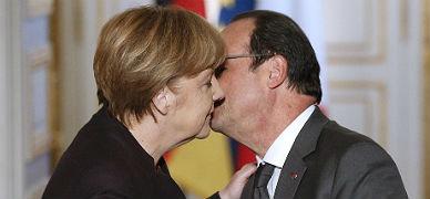 Hollande recibe a Merkel, ayer en Par�s.