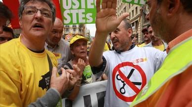 Los sindicatos denuncian que Ensenyament rebaja el acuerdo de contratar más maestros