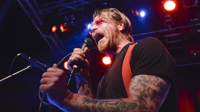 Jesse Hughes, de Eagles of Death Metal, en el concierto con el que ha iniciado su gira europea en Estocolmo.